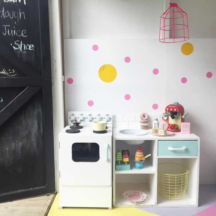 Playhouse is open today for coffee, cake and donuts! Oh how I wish they were all real! ☺️#stellasplayhouse #playhouse #toykitchen #letoyvan #roleplay #woodentoys #crochetdonuts #spotty #colour #ourhangout #playdateanyone #coffeebrewing #cubby