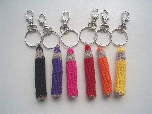 Gehaakte tashanger #sleutelhanger #Potloden #kleurpotloden #crayons #pencils #haakpatroon #patroon #haken #gehaakt #crochet #pattern #amigurumi #DIY