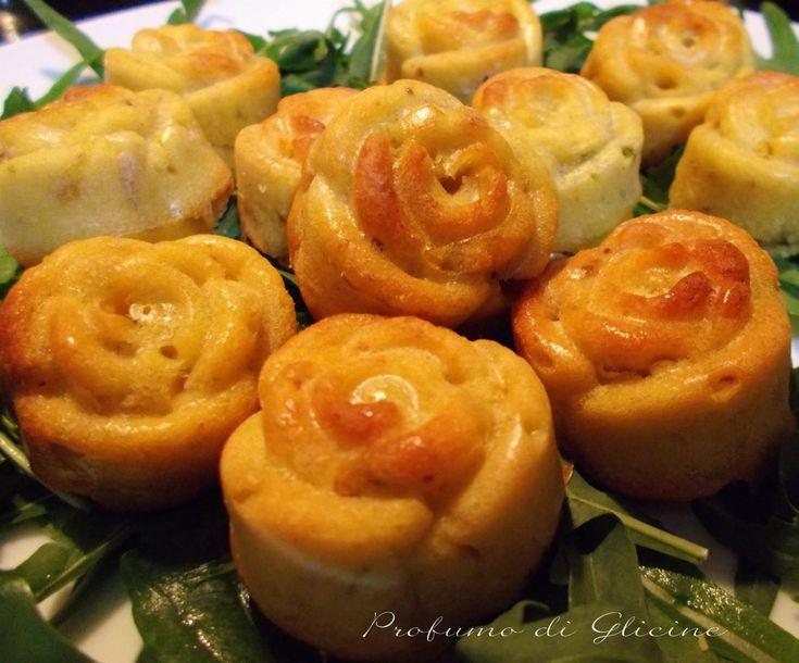 Per i muffin salati ho inserito nell'impasto del salame cacciatorino e delle olive tritate e al centro ho messo un dadino di formaggio pecorino al peperoncino,