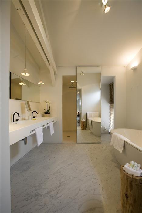 Marble and white bathroom at Hotel Julien// Antwerp, Belgium
