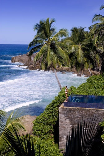 Banyan Tree Seychelles- There are 36 villas at the resort. Guests may choose from a variety of one-bedroom villas with small private pools. Villas vary according to their location on the property (beachfront, hillside, by the rocks) and in their layout.
