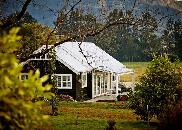 Nestled on a 61 acre farm just 10 minutes from Bellingen, Cottonwood Cottage is a luxurious secluded retreat ideal for couples and honeymooners.