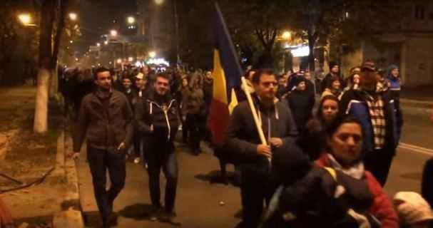 Peste 3.500 de protestatari au participat  la un mars organizat in zona centrala a Constantei, dupa ce, initial, aproximativ 200 de oameni s-au strans in fata sediului Prefecturii.