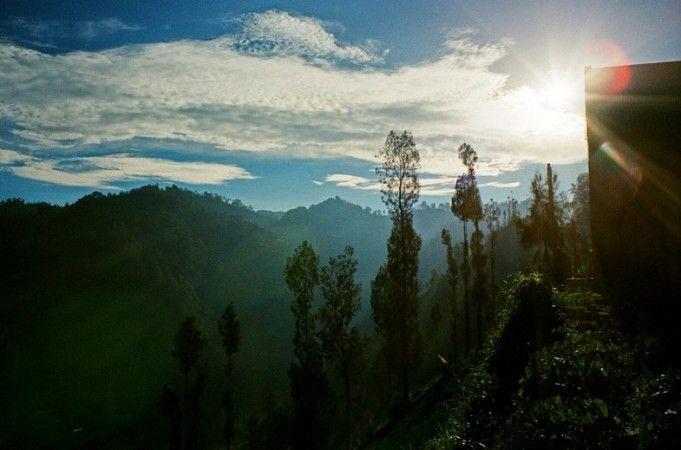 Desa Ngadas, desa berawan dan tertinggi di pulau Jawa. Desa yang didiami oleh suku Tengger ini merupakan pinu masuk menuju Gunung Bromo melalui Poncokusumo