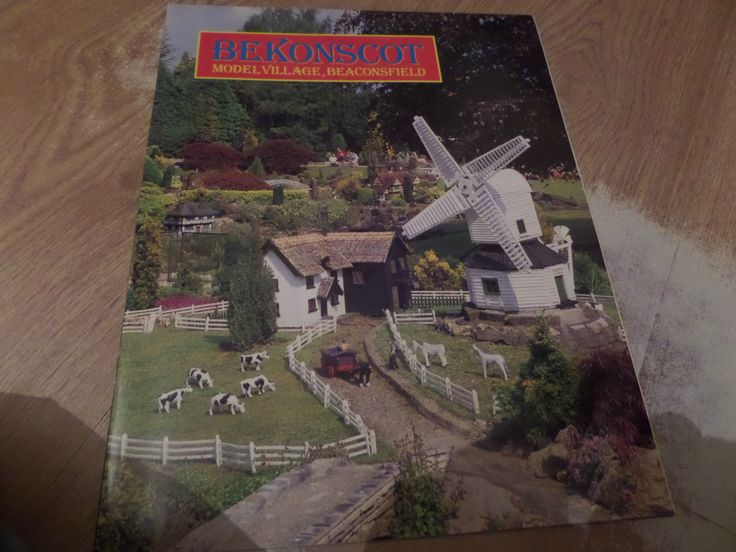 Bekonscot Model Village Beaconsfield Guide Book 16 large pages 1989