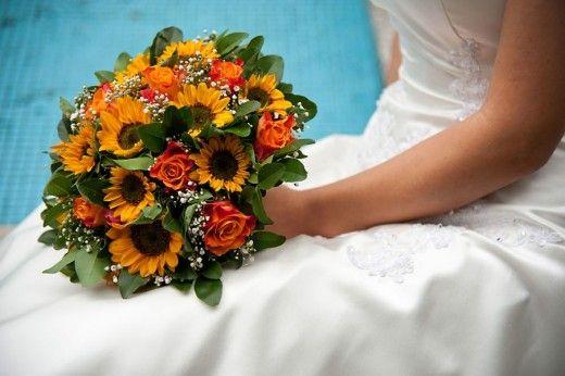 Estelle – Ανθοστολισμοί γάμου – όταν το νυφικό μπουκέτο παίζει με τα χρώματα