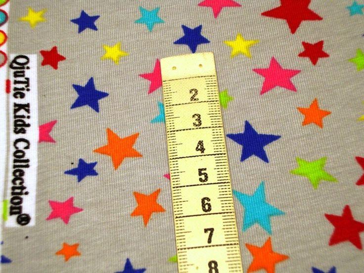 """Jersey """"Multicolor-Sterne"""" auf hellgrau Collection von MODEATELIER HILDEGARD auf DaWanda.com"""