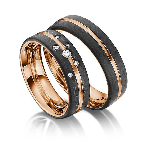 Trauringe Rotgold 585/- mit Carbon-Einzug, Breite 6,00mm, Höhe 2,00mm, Steinbesatz 6 Brillanten zus. 0,104ct. tw,si - feines weiß mit kleinen Einschlüssen. Ring 1 mit Steinbesatz, Ring 2 ohne Steinbesatz. Alle Ringe können Sie individuell nach Ihren Wünschen konfigurieren.