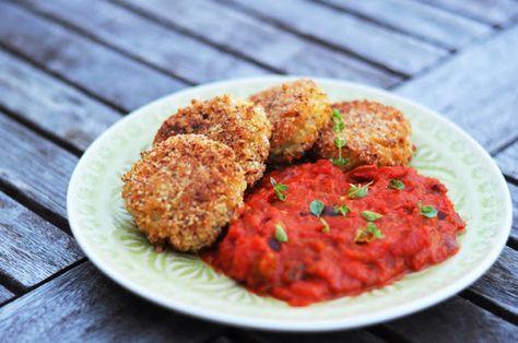 von veganen Küchengelüsten und anderen Dingen...: Zucchinireisküchlein an Paprika-Tomatensauce