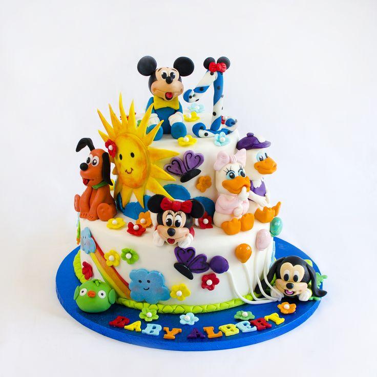 Celebrele figurine din Clubul lui Mickey Mouse sunt gata pentru o petrecere vesela si colorata si promit sa aduca zambete si bucurie copiilor invitati. Se poate face in doua variante, cu Minnie ca figurina centrala sau cu Mickey, iar culorile se schimba in functie de preferintele tale.