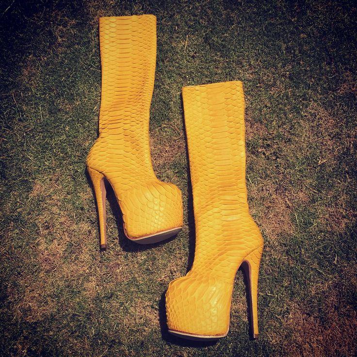 Обувь Вашей мечты на заказ. Любые размеры. Индивидуальный пошив. Выбор цвета и кожи. #сапоги #ботильоны #сапогиизпитона #ботильоныизпитона #сапогиназаказ #сапогилюбыеразмеры #купитьсапоги #выбратьсапоги #весна #обувь #моднаяобувь #красиваяобувь #высокийкаблук #shoes #pythonleather #pythonshoes #pythonfashion #hihgheels #fashion www.zmeemoda.ru