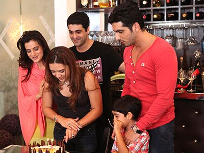 Cast of Desi Magic Celebrates Zayed Khan's wife Malaika's birthday on the sets!