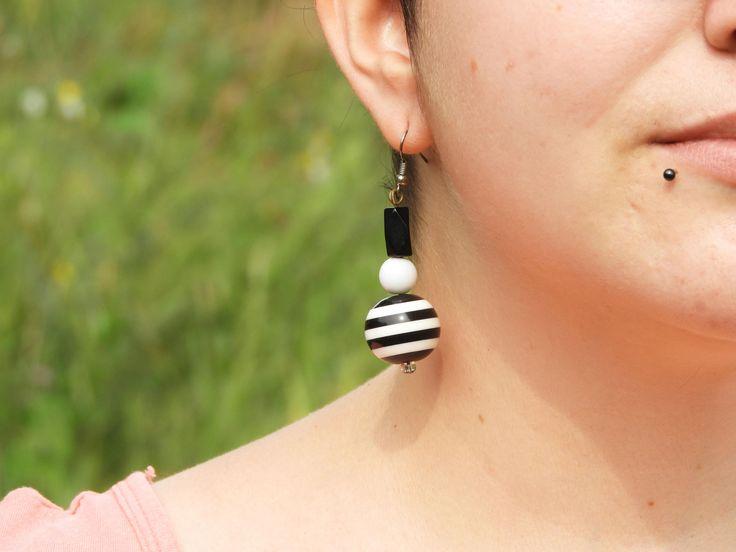 Boucles d'oreilles rayées Oreilles blanc noir Oreilles noir blanc Oreilles Rockabilly Oreilles 1980 Cadeau Noël fille Boucles Oreilles Rétro de la boutique LesTresorsStephanie sur Etsy