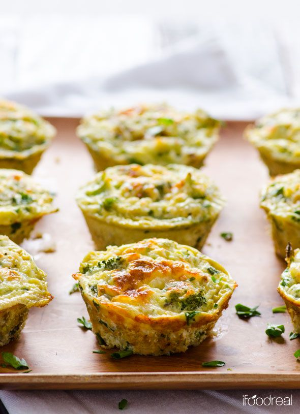 Healthy Breakfast Quinoa and Broccoli Egg Muffins -- Quick gluten free breakfast on-the-go made with egg whites, broccoli, quinoa and cottage cheese. A perfect ratio of lean protein, complex carbs and veggies.