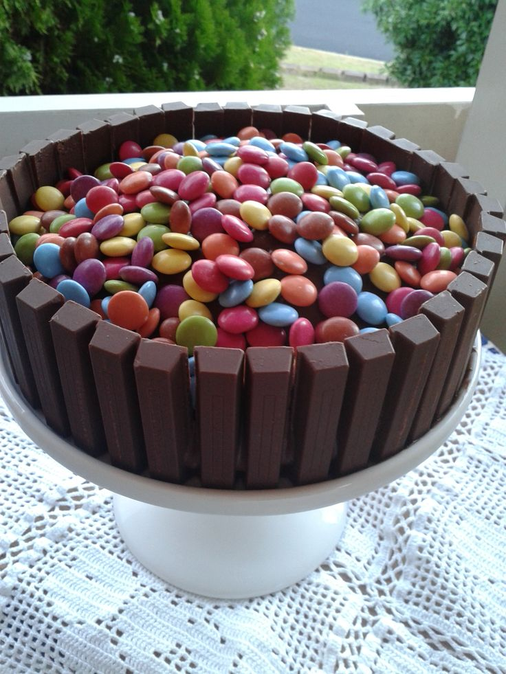 There are various ways to prepare a birthday cake. The base can be the same but the difference of taste of course is made by a well balanced combina