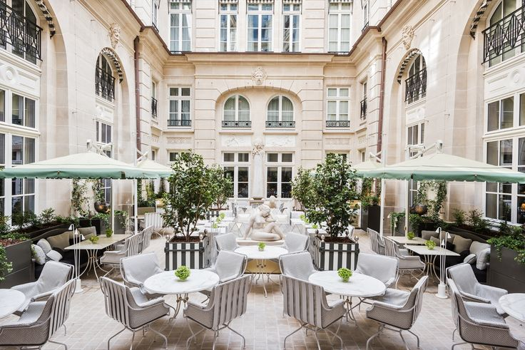After four years of restoration, the renowned address on place de la Concorde prepares to reopen its doors on July 5, 2017. We took the opportunity to discover Hôtel de Crillon's new decor before anyone else, with an explanation from designer Richard Martinet. Let's take a look inside.