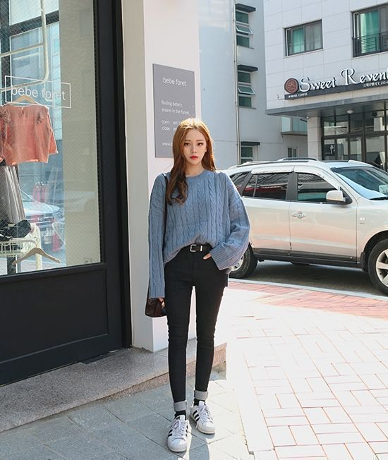 Korean Daily Fashion- Outdoor Look in Autumn Popular Autumn Fashion in Korea Light blue sweater with skinny jeans Striped... #outdoorfashion