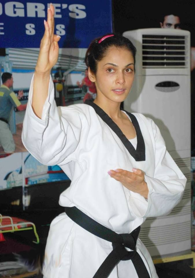 Isha Koppikar in her Self Defense  mode. #hapkido #hapkidoindia #selfdefense #ishakoppikar #bollywoodstar #bollywood #beautiful #isha #feminist #womenfitness #fitness #fitfam #womenempowerment #bjj  #martialart #kravmaga  #muaythai #karate #mma #seminar #girlswholift #karategirl #stronggirl #youthempowerment  #follow #followme #like4like #likeforfollow