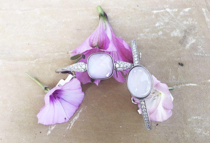 Pulseras de novia rígidas elaboradas en plata, circonitas y cuarzo rosa. Marina García Joyas | Silver and rose quartz bridal bracelets