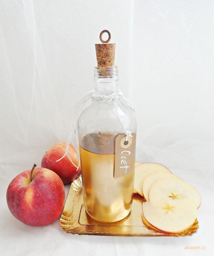 Domácí jablečný ocet jako zázračný elixír! Nejen, že čistí tělo, pomáhá hubnout, je skvělý v salátu, ale také funguje jako kondicionér. Přečtěte si více v celém článku o přírodní kosmetice.
