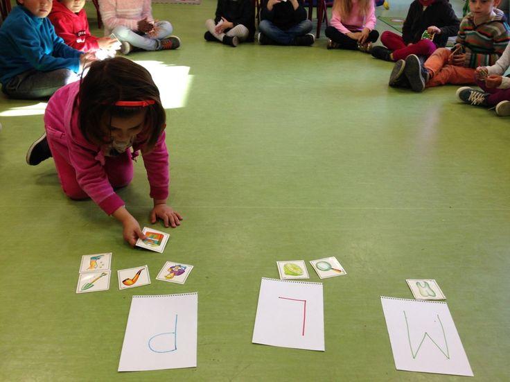 Otro de los juegos de lectoescritura que realizamos en clase es la clasificación de objetos según la letra inicial de su nombre. En esta oc...