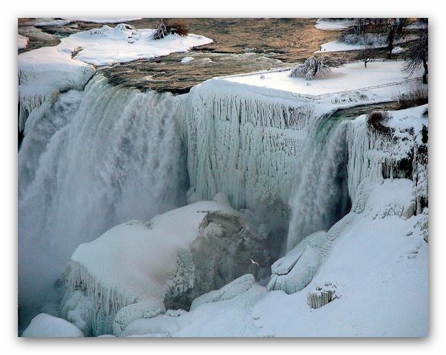 Frozen Niagara falls, America | Thomas Gatto | Flickr |Niagara Falls Frozen 2009