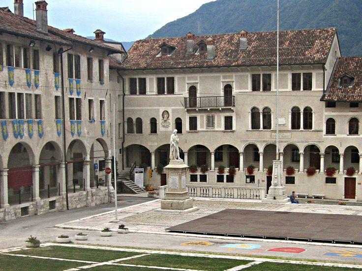 Veneto Feltre BL, piazza Maggiore #TuscanyAgriturismoGiratola