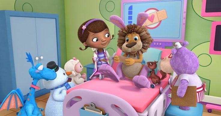http://ift.tt/2fMTiN3 http://ift.tt/2gsT4c5  Con un episodio doble el sábado 3 a las 18:00 llega la cuarta temporada de la exitosa serie en la que Doc y sus amigos conocerán Juguetópolis y asumirán nuevos roles en el hospital de juguetes.  En el Día Panamericano del Médico se presenta la cuarta temporada de Doctora Juguetes la serie original de Disney Junior. A través de sus historias Doctora Juguetes promueve hábitos de vida saludable entre niños en edad preescolar; y estimula el diálogo…