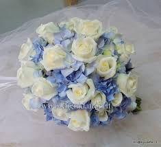 Risultati immagini per allestimento floreale location nozze blu