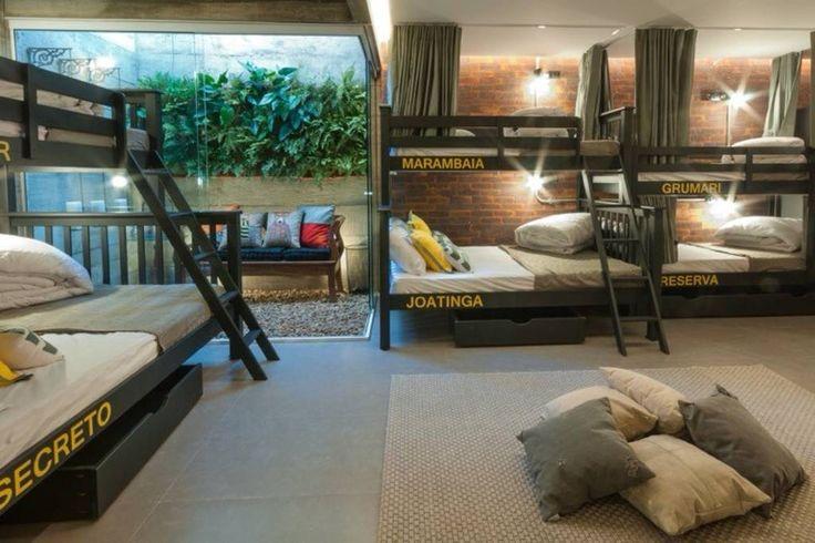 Amplo quarto compartilhado para 14 pessoas , com ar condicionado , cabines com cortinas , enxoval de cama completo , luz de leitura, tomada e manta.
