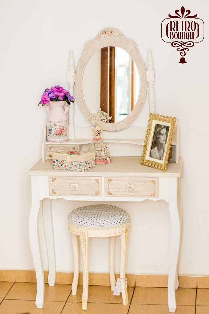 Masa de toaletă Eliza, acompaniată de taburetul Stillo Prato – un duo perfect.