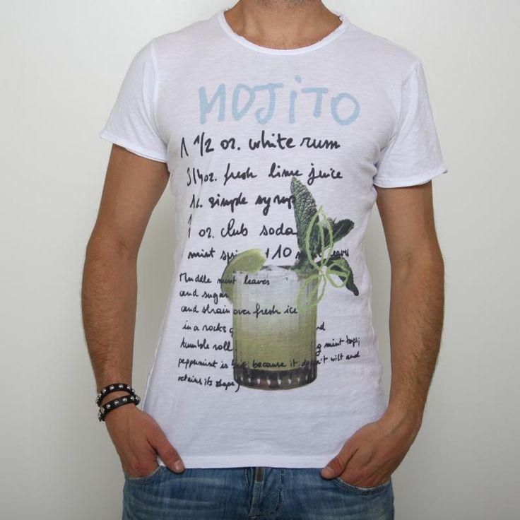 T-shirt Guya G. - Mojito  T-shirt girocollo manica corta, stampa rappresentante un mojito e i suoi ingrdienti, leggermente scollata, cuciture taglio vivo, vestibilità slim. Made in Italy. Composizione: 100% cotone. Dettagli: lavare al massimo a 30°.