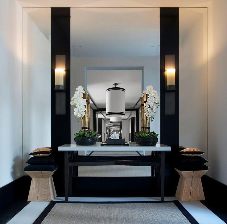 STUNNING ENTRYWAY | Aleksandra Miecznicka Interior Design | bocadolobo.com/#modernentryway#entrywayideas