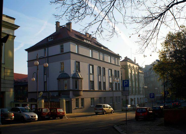 Ul. Moniuszki - wyremontowany budynek dyrekcji Opery Śląskiej.