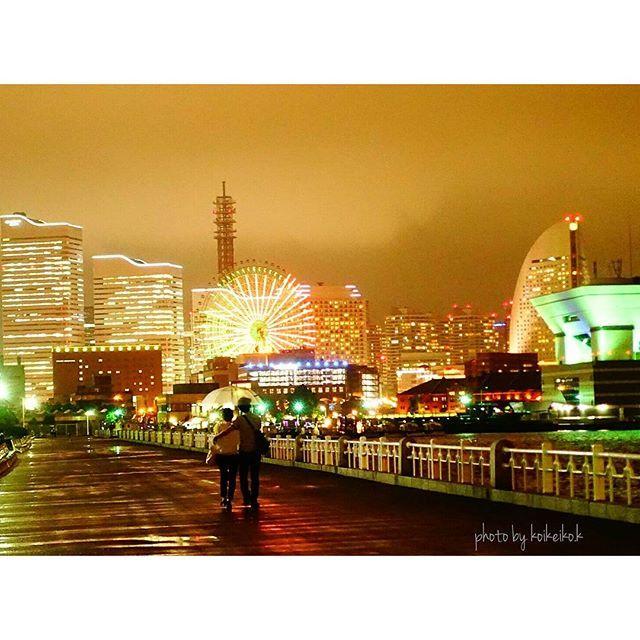 Instagram【koikeiko.k】さんの写真をピンしています。 《『雨の山下公園』 カップルを撮ったわけではなく、夜景を撮ってたらカップルが入ってきたのですよ(;゜∇゜)ソワソワ お気に入りの写真でしたが 、カップルが写ってるのでお蔵入りにしてたのですが、一年たったしもう時効でしょう(*´∇`*) . . #山下公園 #夜景 #横浜 #デート #love #雨 #写真好きな人と繋がりたい #写真撮ってる人と繋がりたい #ファインダー越しの私の世界 #nippon_lovers #japan #sony #sony党 #sonyphotography》