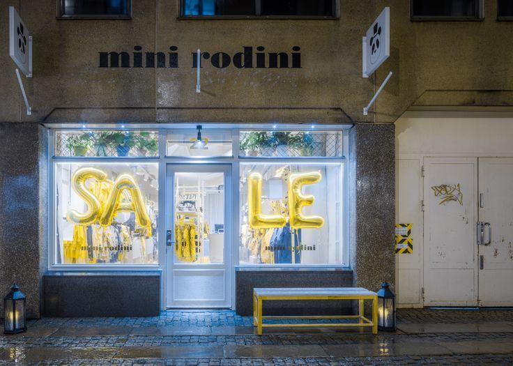 KS Projekt | Mini Rodini, ett av Sveriges snabbast växande klädmärke för barn, satsar på egna butiker. KS Projekt står för leveransen.