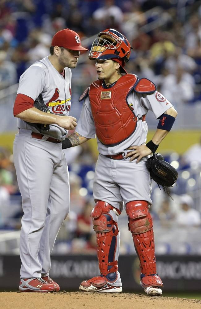 Yadier Molina Catching 2013 41 best St. Louis Card...