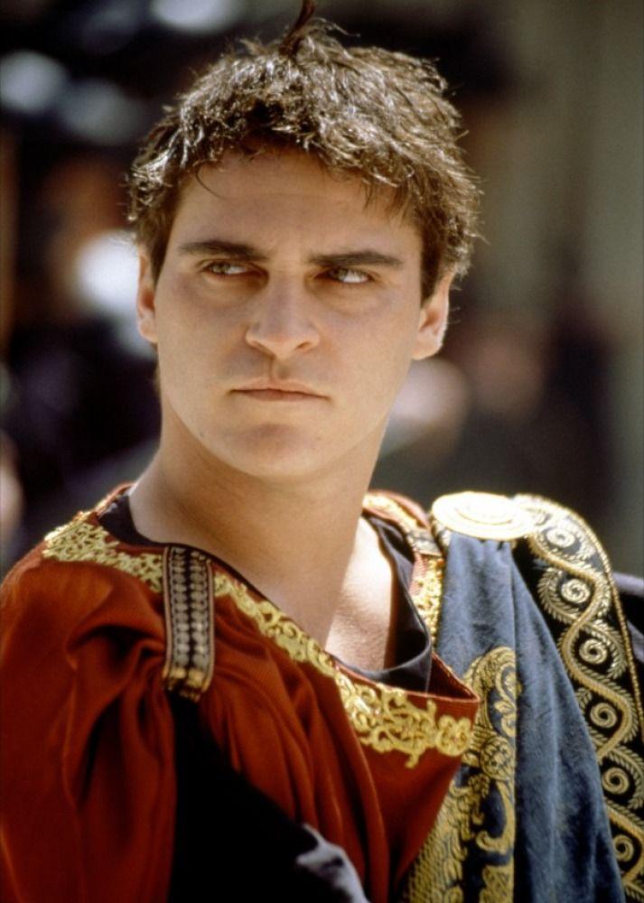 Joaquin Phoenix, el ave fénix del cine ...se da a conocer en todo el mundo en el personaje de cruel emperador Cómodo en 'Gladiator (2000)' del director Ridley Scott y que le valió la nominación a los Oscar y los Globos de Oro (...)