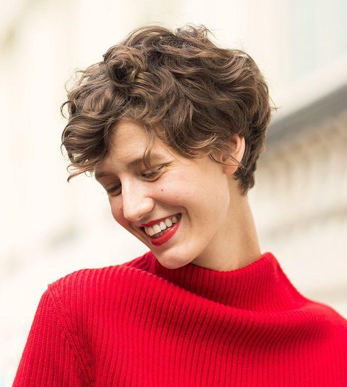 cool Женские стрижки на вьющиеся волосы (50 фото) — Модные идеи для средних и длинных локонов Читай больше http://avrorra.com/zhenskie-strizhki-na-vjushhiesja-volosy-foto/