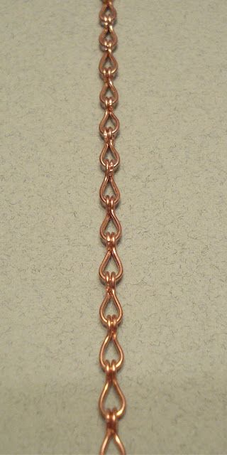 This is a simple wire work chain to make, but very pretty. I wish I could remember where I learned this! I hope you enjoy it, and have fun!...
