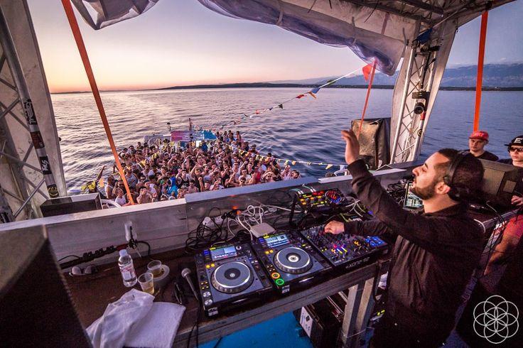 Dont miss Sonus boat parties. Sonus Festival 2017. Get your Ticket: http://ift.tt/2mhvp1l #sonus #sonus2017 #sonusfestival #zrce #novalja #inselpag #partybeach #summer #festival #zrcebeach #croatia #kroatien #beach