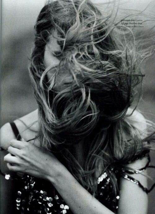 ●♤■■■■ onE of mY fAv love this feel the wind And takinG her hair to the next LeVel