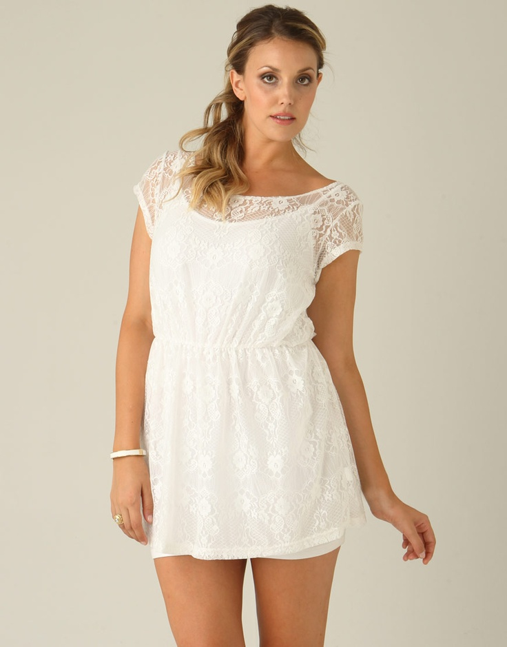 Cute vintage lace dress amazing want it so much ! ( would wear it with a brown belt to go with the vintage look)