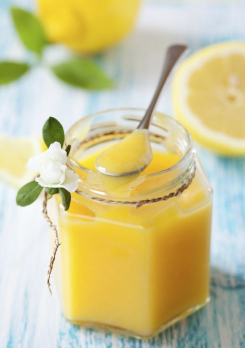 Lemon Curd - m dos mais exuberantes recheios de torta (embora também seja usado para espalhar no pão), a Lemon Curd (ou Coalhada de Limão) descende diretamente dos cremes de limão e das manteigas de laranja apresentadas no livro The Art of Cookery, de Hannah Glasse, no século XVIII.