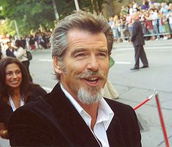 When did Mr Brosnan pull off this look? Think it should be a permanent look for him. Pierce-Brosnan-Pictures-3.jpg (250×213)