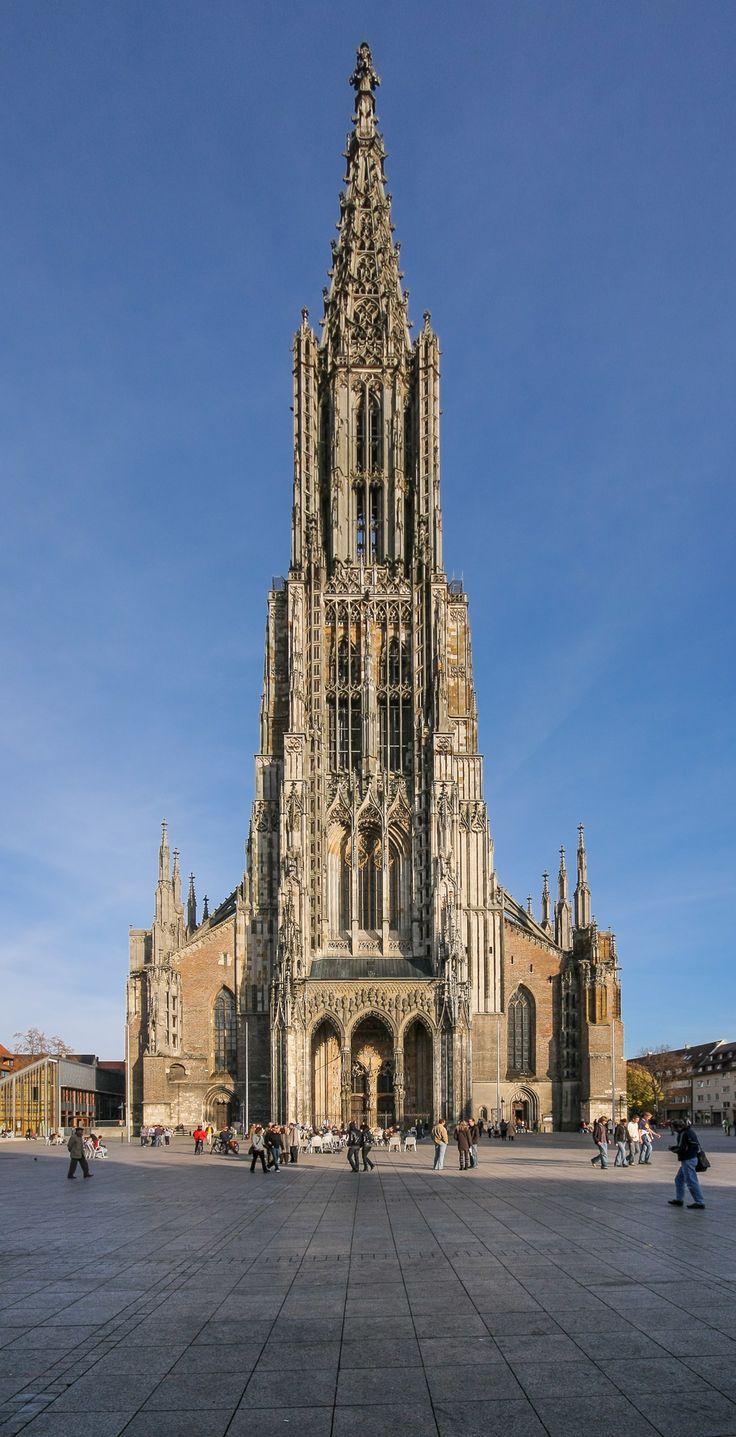 Das Ulmer Münster ist eine im gotischen Baustil errichtete Kirche in Ulm. Es ist die größte evangelische Kirche Deutschlands. Der 1890 vollendete 161,53 Meter hohe Turm ist der höchste Kirchturm der Welt.