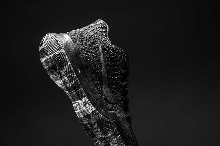 Nike Kyrie 3 edición Triple Black para niños.