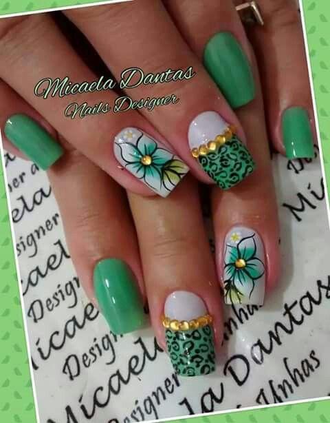 Unha diferente de Micaela Dantas. Different nail. Uña diferente. Unghie different.