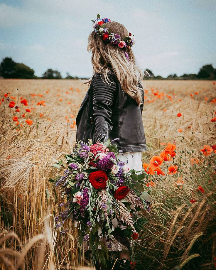 Good news!!! We found summer. It's over on @rockmywedding right now...☀️♥️ Image by @rashidakeenanphotography Flowers by The Flower Studio  Make Up by Maeve Hollywood Pro  Hair by Scissor Sister . . . #summerwedding #rockmywedding #yourdayyourway #poppies #highsummer #summertime #summervibes #coolbride #beautifulbride #flashesofdelight #colourcolorlovers #goldenfields #allthewow #weddingphotography #weddingideas #flowercrown #floralcrown #leatherjacket #weddingbouquet