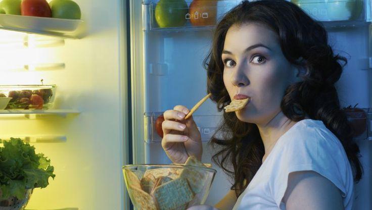Wat ik ook eet; ik heb altijd honger! Ik probeer naar mijn lichaam te luisteren, te eten wanneer ik echt honger heb, maar mijn lichaam zegt de hele tijd 'honger'. Als ik niet eet, krijg ik pijn in mijn buik. Ik word nu zelfs midden in de nacht wakker om te gaan eten. Wat moet ik nu doen?